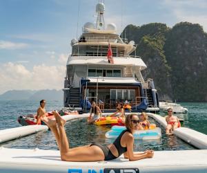 အာရှတစ်လွှားရှိ ရွက်လှေနှင့် စိတ်လှုပ်ရှားစရာ စွန့်စားမှုများအတွက် Lady Azul